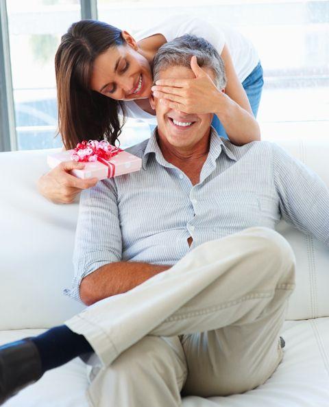 Муж дарит любовнице подарки 51
